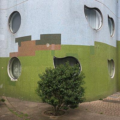 Hausfassade, Cité Pablo Picasso, Paris - p1401m2172395 von Jens Goldbeck