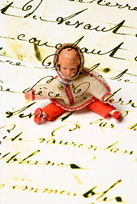 Puppe und Schrift - p4510572 von Anja Weber-Decker