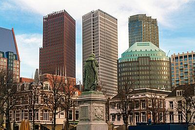 Zentrum von Den Haag mit der Statue von Wilhelm dem Schweiger  - p1332m1502439 von Tamboly