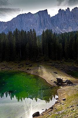 See in den Dolomiten - p979m1114171 von Paul Mayall
