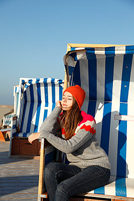 Sunbathing - p981m952253 by Franke + Mans