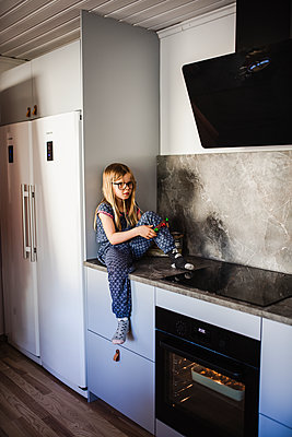 Girl in kitchen - p312m2139675 by Anna Johnsson