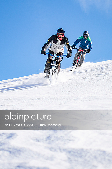 France, Men riding skibike - p1007m2216552 by Tilby Vattard
