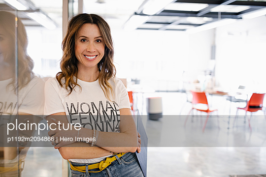 Portrait confident businesswoman in coworking space - p1192m2094866 by Hero Images