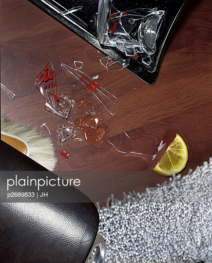 Broken glass - p2689833 by JH