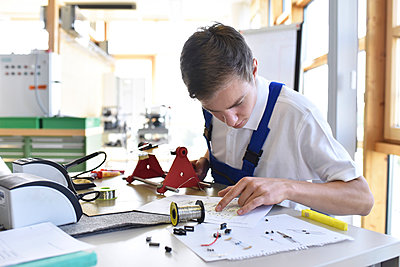 Student assembling circuit board - p300m1191713 by lyzs