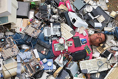 Man covered with electronic waste - p1231m1525110 by Iris Loonen