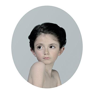 Ingénue 10 - p1233m1540060 by Cécile Decorniquet