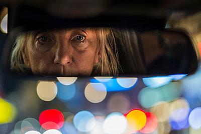 Rear wiev car mirror of woman driving - p1418m1492839 by Jan Håkan Dahlström