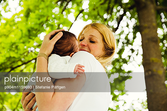 Baby - p904m1159693 von Stefanie Neumann
