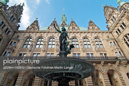 Rathaus Hamburg, Innenhof - p229m1152612 von Martin Langer