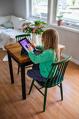 Girl using digital tablet - p312m2139996 by Anna Johnsson