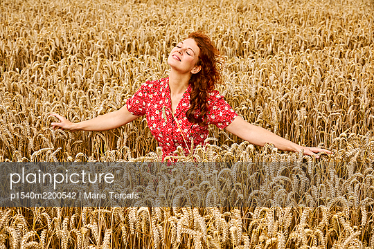 Beautiful red-haired woman in a wheat field - p1540m2200542 by Marie Tercafs