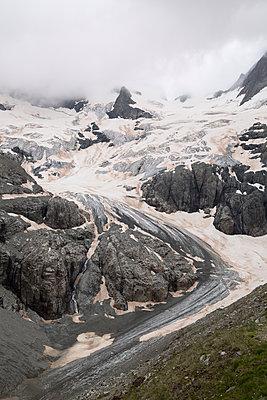 Glacier de la Pilatte in the Alps, Ecrins - p1682m2296890 by Régine Heintz