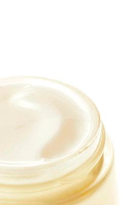 Beauty cream - p382m2115350 by Anna Matzen