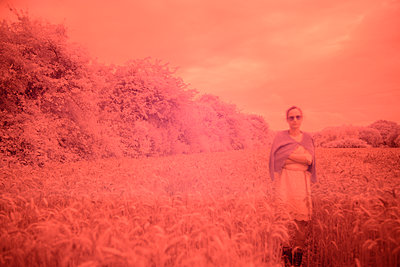 Woman in a red wheat field - p1631m2208605 by Raphaël Lorand