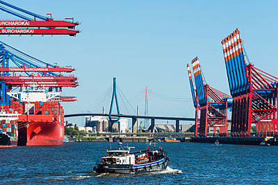 Harbour of Hamburg - p488m1031054 by Bias