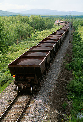 Loaded goods wagons elevated view - p5751992f by Bengt Hedberg