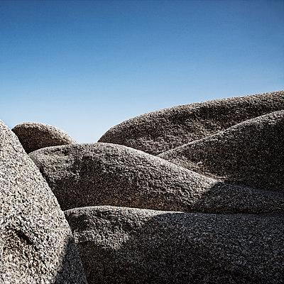 Rock Formations Against Blue Sky, Joshua Tree National Park, California, USA - p694m1403829 by David Atkinson