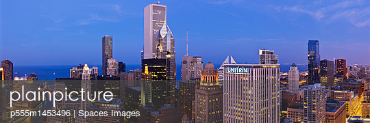 Chicago Skyline Looking Towards Lake Michigan - p555m1453496 by Spaces Images