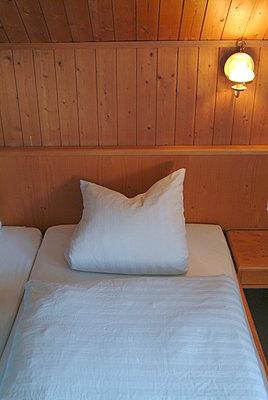 Bett - p0670987 von Thomas Grimm