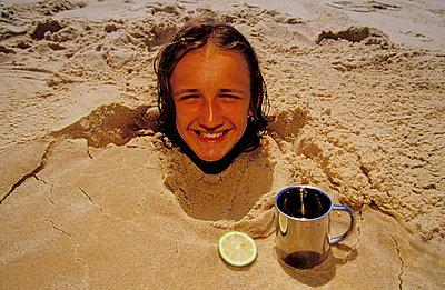 Kopf im Sand - p2200119 von Kai Jabs