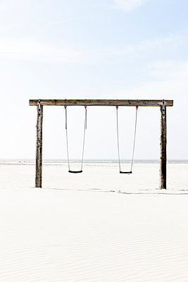 Swing on the beach - p248m1020071 by BY