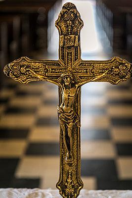 Kruzifix in einer Kirche - p1170m1111644 von Bjanka Kadic