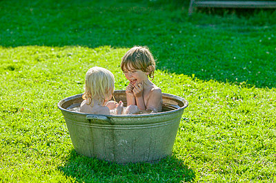 Sweden, Narke, Filipshyttan, Siblings (4-5, 6-7) taking bath together - p352m1079278f by Andreas Ulvdell