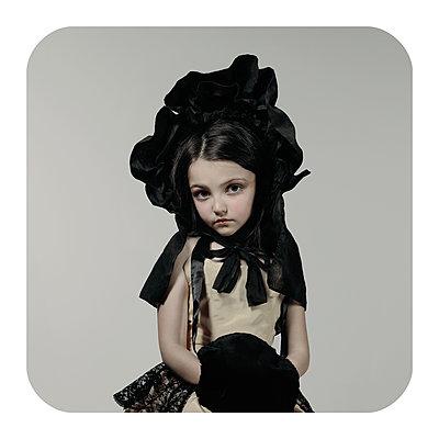 Lady 2 - p1233m1540052 by Cécile Decorniquet
