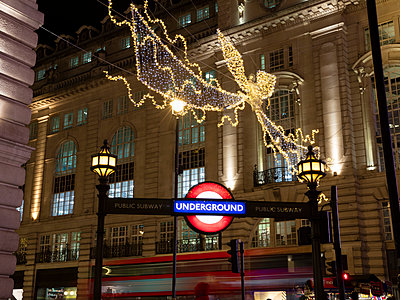 United Kingdom, England, London, Piccadilly Circus, Underground, Bus, Christmas illumination at night - p300m2083982 by Wilfried Wirth