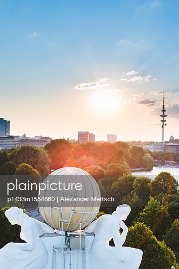 Blick auf Binnen- und Außenalster vom Dach des Hotel Atlantic, Hamburg II - p1493m1584680 von Alexander Mertsch