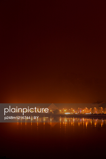 Abendbeleuchtung in Givet - p248m1216744 von BY