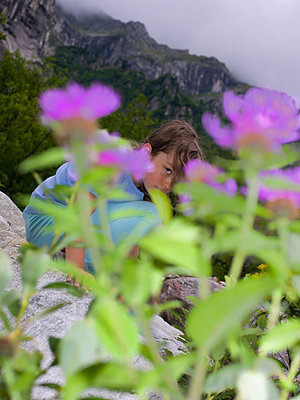 Mädchen in Bergen - p1279m1092370 von Ulrike Piringer