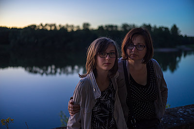 Mother and daughter - p1402m2115531 by Jerome Paressant