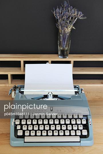 Poem - p045m1048111 by Jasmin Sander