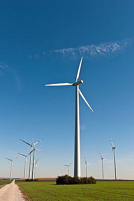 Wind farm - p1079m881313 by Ulrich Mertens
