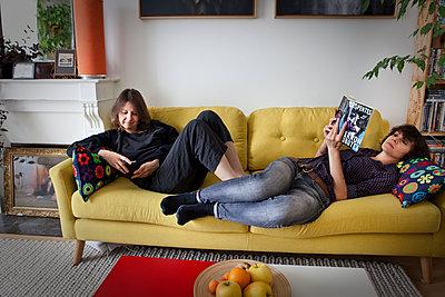 Lesbian couple relaxing - p1513m2043917 by ESTELLE FENECH