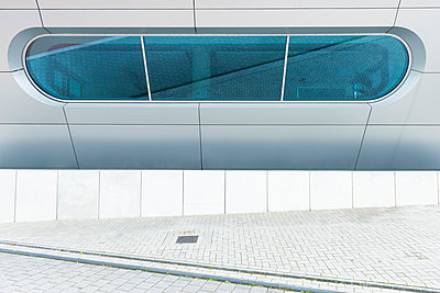 Germany, Duisburg, part of H2Office building - p300m1052826f by visual2020vision