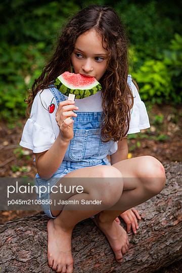 p045m2108856 by Jasmin Sander