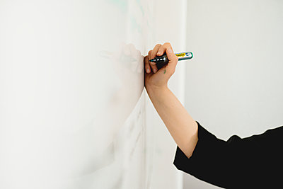 Hand writing on whiteboard - p312m2139736 by Stina GrŠnfors