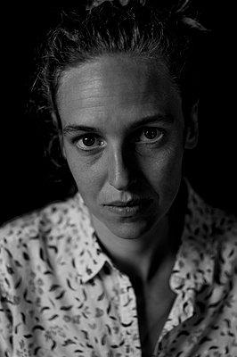 Portrait of melancholy woman - p552m2126286 by Leander Hopf