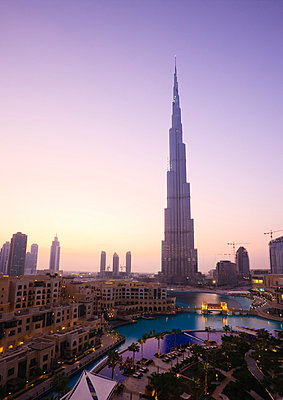 Burj Khalifa, formerly the Burj Dubai (Dubai Tower), the tallest tower in the world at 818m, Downtown Burj Dubai, Dubai, United Arab Emirates, Middle East - p8713244 by Amanda Hall