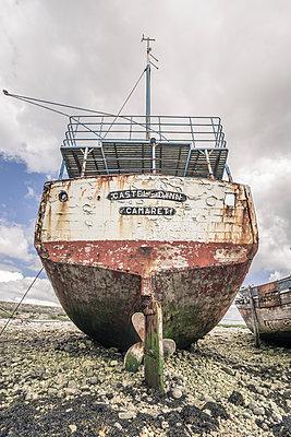 Ship cemetery - p1402m2081854 by Jerome Paressant