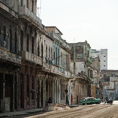 Decaying houses in Havana - p1624m2195945 by Gabriela Torres Ruiz