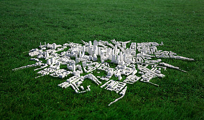 High angle view of cityscape model on grassy field - p301m1148408 by Malte Mueller