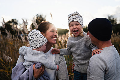 Happy family together - p312m2080745 by Anna Johnsson