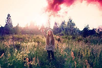 Caucasian teenage girl spraying pigment powder - p555m1408349 by Vladimir Serov