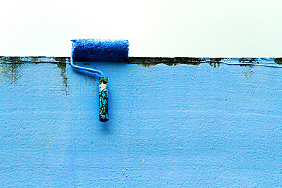 Blue wall - p977m879815 by Sandrine Pic