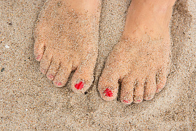breaded feet - p454m1056185 by Lubitz + Dorner